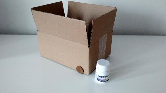 Srovnání krabičky Erectafit a velké krabice v které byla doručena